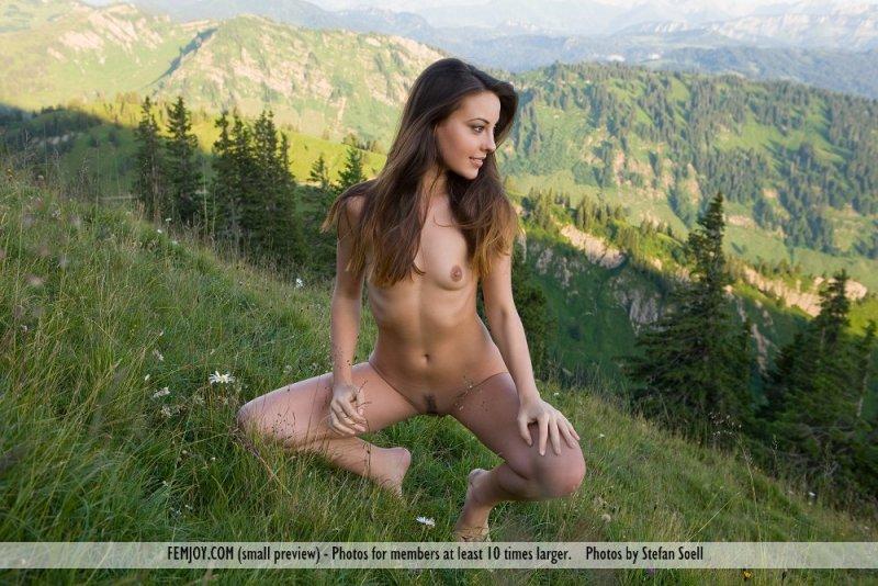 naked girl on mountain