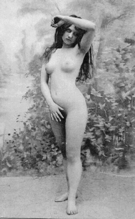 Photo of a nude woman from the 1900's