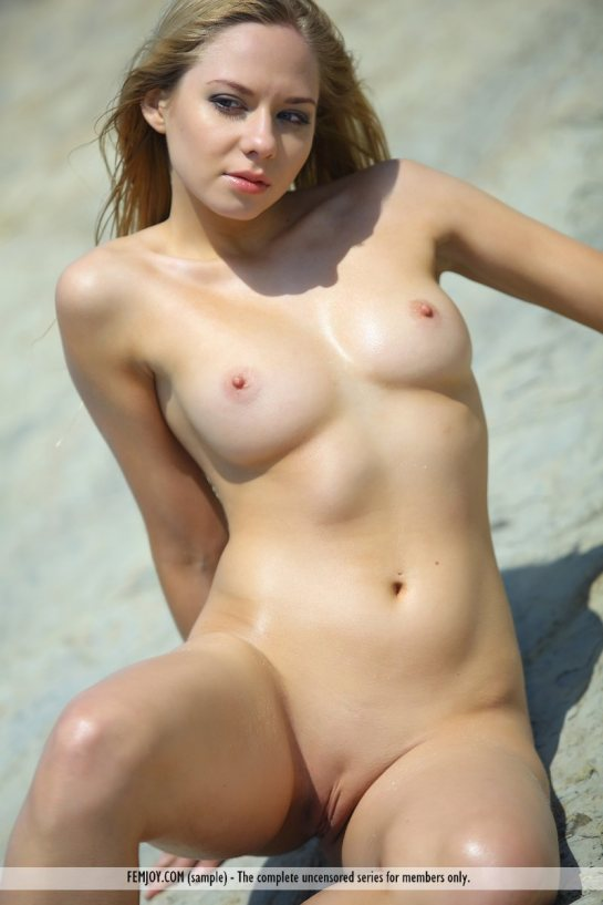 fully nude spread women