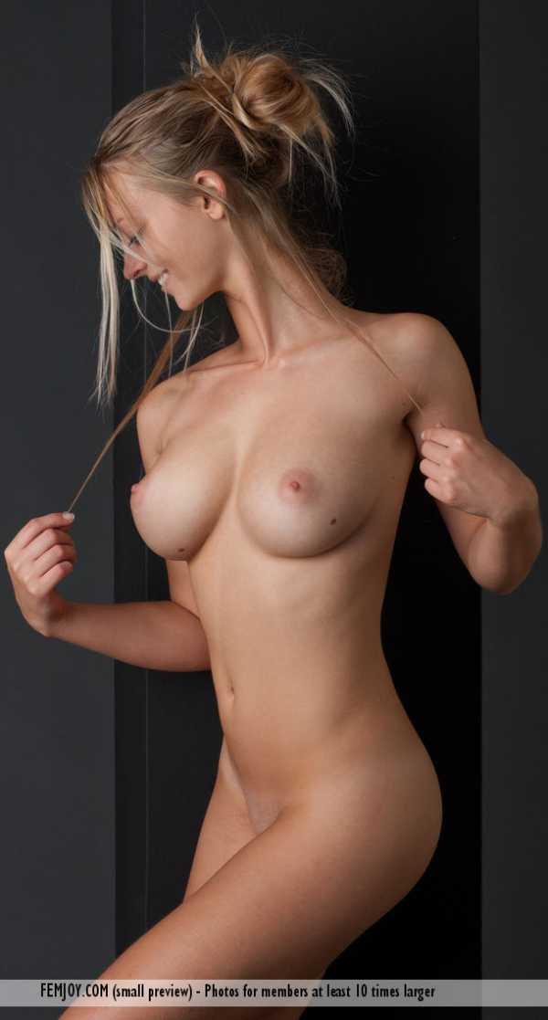 Carisha is a smiling nude blonde with big beautiful breasts.